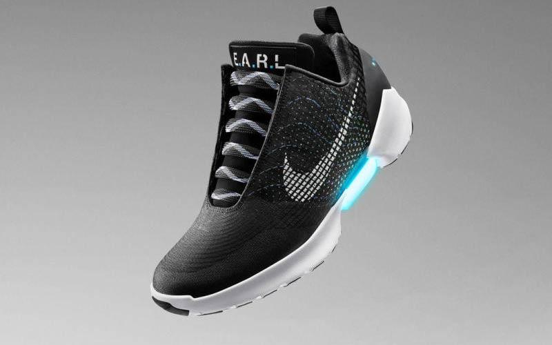 Desanimarse Hectáreas Gimnasio  Volver al Futuro: Nike lanza unas zapatillas que se atan solas
